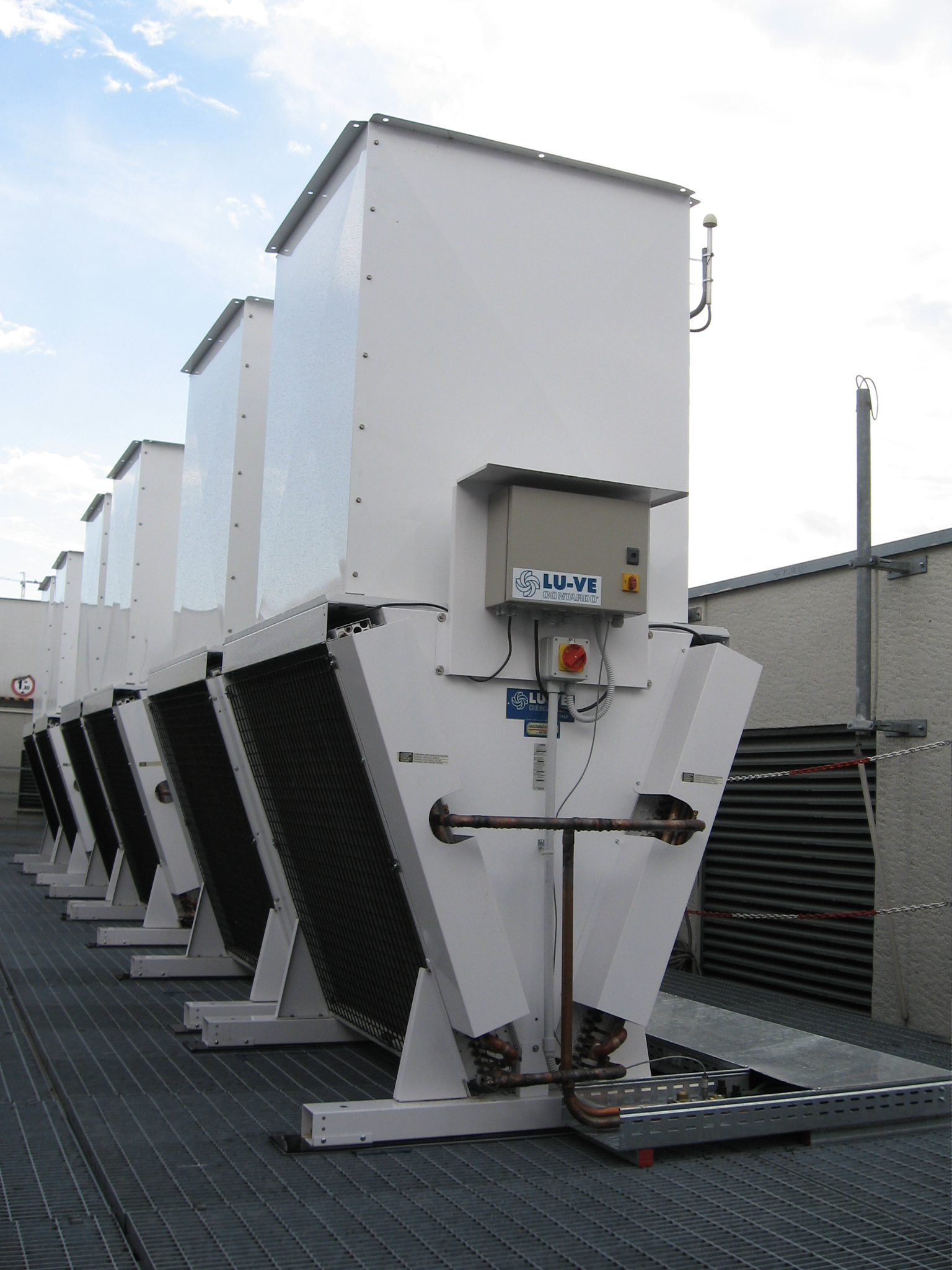 A/C Air conditioning installation, Milan, Italy - 22 pcs XDHV air cooled condensers