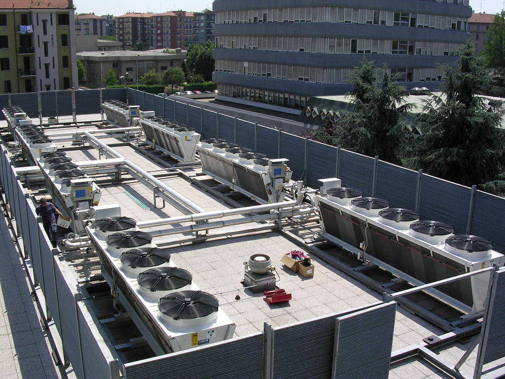 RAS INSURANCE BUILDING - Milano - Italy. Main Data Center cooling installation.SDHLS 340 dry cooler with Spray System