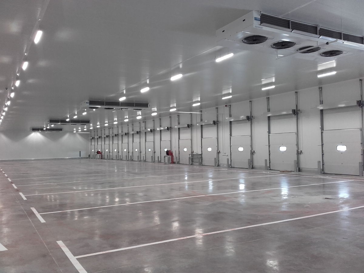 Centre logistique de STEF  located à SENS (150 km south east of Paris)<br />