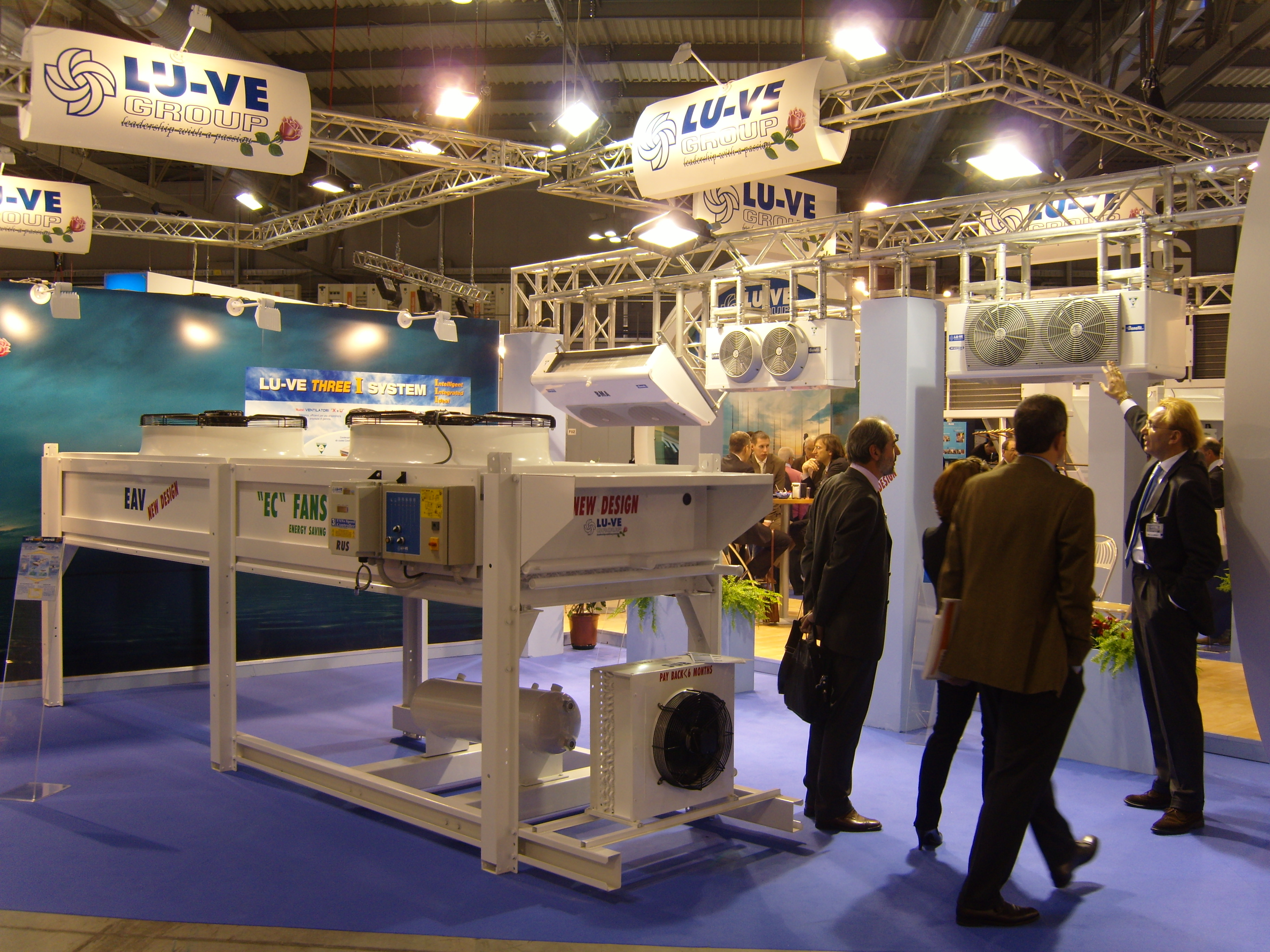 LU-VE Stand - sideview