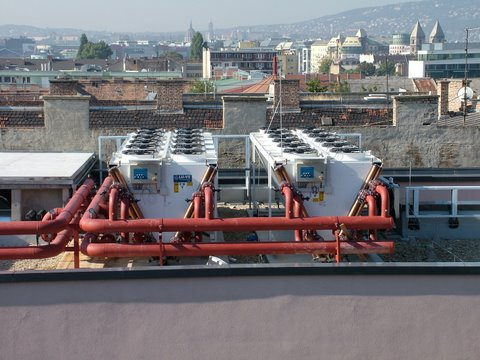 SPIRAL HAZ  Building - Budapest - Air conditioning - 4 pcs EHLD1T 4266 dry coolers with regulation